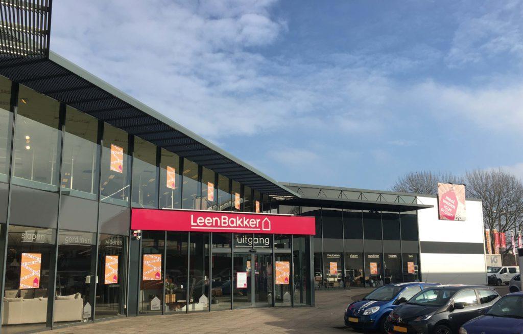 westpoort vastgoed heeft de leenbakker winkel aan de lylantse baan in capelle aan den ijssel aangekocht deze 4900 m2 grootte winkel behoort tot n van de